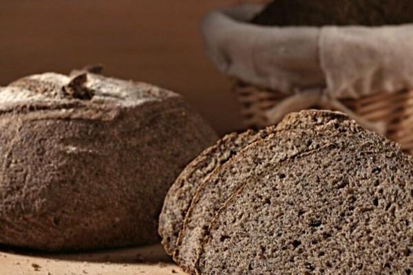 Paine din fainuri fara gluten  cu maia- din faina de orez si canepa