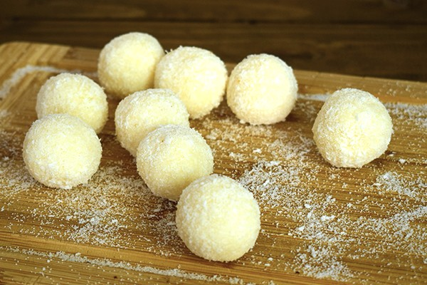 Bomboane din cocos (low carb)