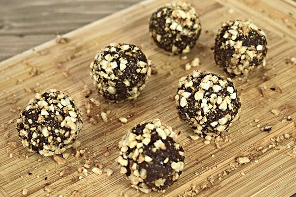 Bomboane de ciocolata cu migdale si nuci caramelizate