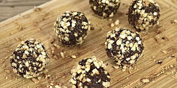Bomboane de ciocolată cu migdale și nuci caramelizate (low carb)