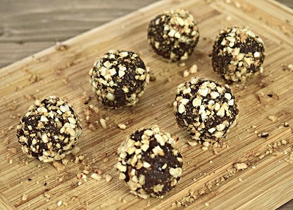 Bomboane de ciocolată cu migdale și nuci caramelizate (low carb) (400 g)