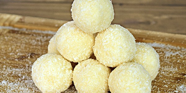Bomboane vegane din cocos (low carb)
