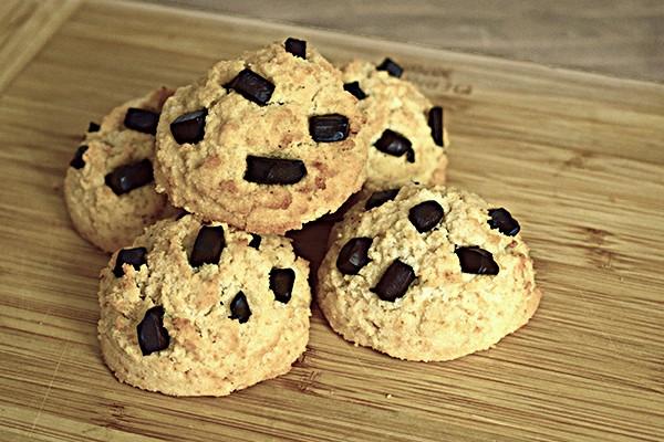 Biscuiți grăsuți cu ciocolată (low carb)