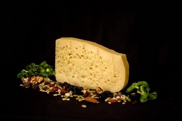 Brânză Maturată APUSENI (200 g)