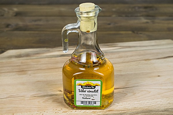 Ulei aromatizat cu usturoi presat la rece
