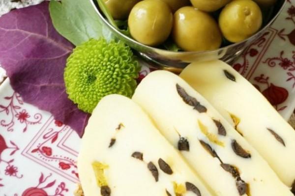 Ruladă de cașcaval cu măsline