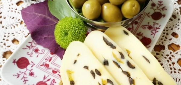 Ruladă de cașcaval cu măsline (0.3 kg)